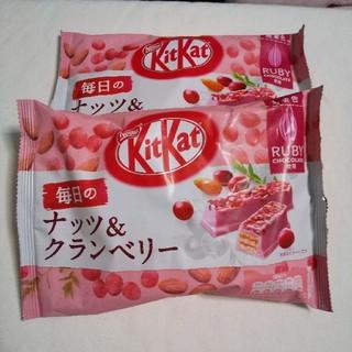 ネスレ(Nestle)のキットカット クランベリー  ルビーチョコ(菓子/デザート)