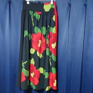 ふりふ - あざやかな花柄スカート