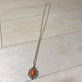 クードシャンス(COUP DE CHANCE)のロングネックレス ゴールドにオレンジの石(ネックレス)