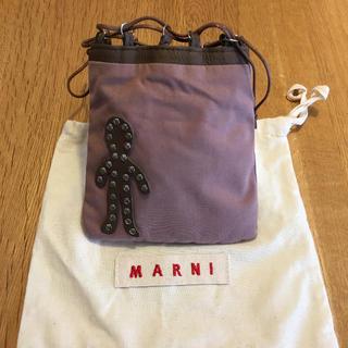 マルニ(Marni)のMARNI ピンク ヒト型パーツ付きポーチ【新品】最終お値下げ(ポーチ)