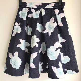 ジャスグリッティー(JUSGLITTY)のジャスグリ✴︎花柄 フレアスカート 1 ネイビー ジャガードプリント(ミニスカート)