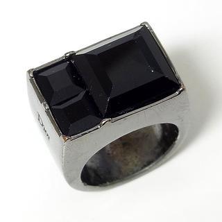 クリスチャンディオール(Christian Dior)の【クリスチャンディオール】ラインストーン ブラッククメタルリング(リング(指輪))