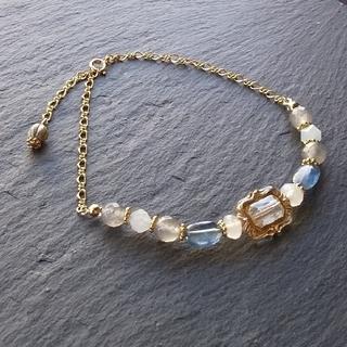 「深考の冴」カイヤナイトとクラウディクォーツの天然石ブレスレット(ブレスレット/バングル)
