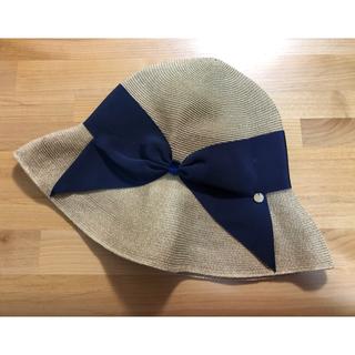バーニーズニューヨーク(BARNEYS NEW YORK)の美品 アシーナニューヨーク リサコ 紺色 リボン ペーパーハット 麦わら帽子(麦わら帽子/ストローハット)