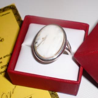 バルト産天然琥珀  真っ白ボーンのロイヤルアンバーリング(リング(指輪))