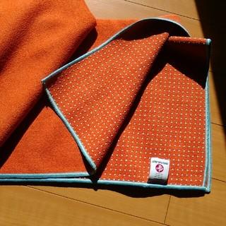 manduka ヨガマットタオル、オレンジ色(ヨガ)
