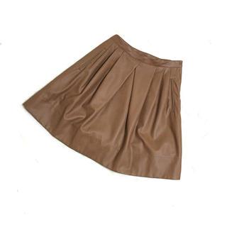 トゥモローランド(TOMORROWLAND)のトゥモローランド ブラウンレザーのフレアスカート(ひざ丈スカート)