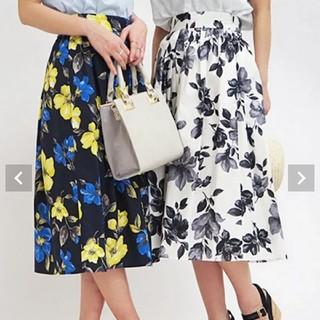 トランテアンソンドゥモード(31 Sons de mode)の新品同様 完売トランテアン31 大花柄スカート 定価¥7,590 モノクロ(ロングスカート)