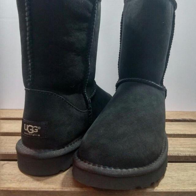 UGG(アグ)のUGG クラシックショート US7 黒 レディースの靴/シューズ(ブーツ)の商品写真