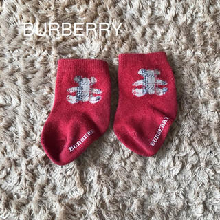 BURBERRY - バーバリー  ベビー靴下 赤