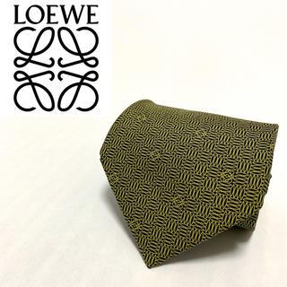 ロエベ(LOEWE)の【美品!】ロエベ 高級 ネクタイ シルク  総柄 ゴールド(ネクタイ)