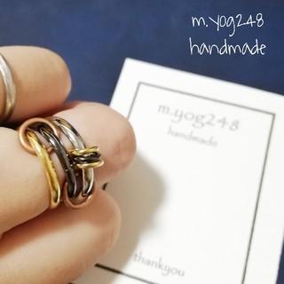 太ラジウム ゴールド ブラック 3連リング ゴールド×ブラック丸カン 指輪(リング(指輪))