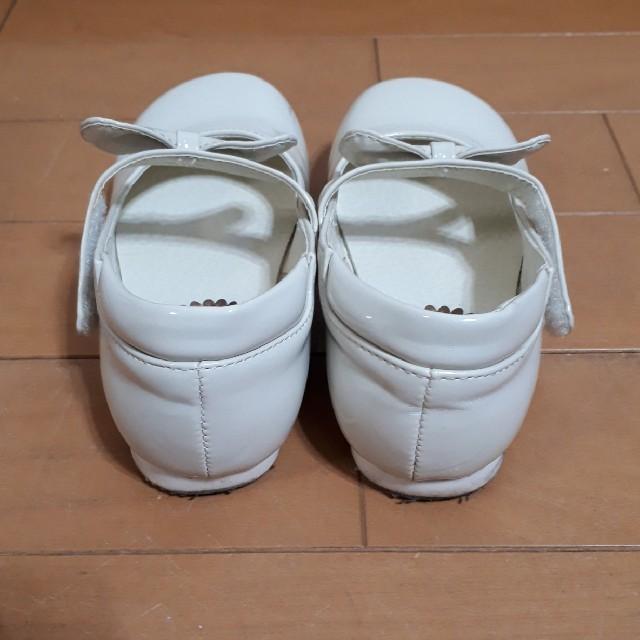 Catherine Cottage(キャサリンコテージ)の☆キャサリンコテージ☆エナメル フォーマルシューズ 白 リボン 18.0cm キッズ/ベビー/マタニティのキッズ靴/シューズ(15cm~)(フォーマルシューズ)の商品写真