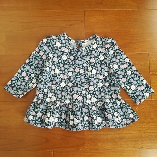 ベビーギャップ(babyGAP)のbabyGAP 長袖トップス 60 ペプラムブラウス 花柄(シャツ/カットソー)