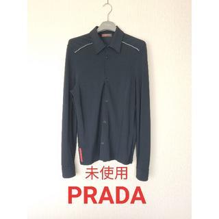 プラダ(PRADA)のプラダスポーツ、ドレスストレッチシャツ、赤タグ、ライン入り(シャツ)