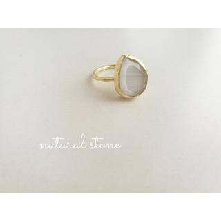 新入荷『ホワイトムーンストーン』の世界でひとつの天然石リング 在庫1(リング(指輪))