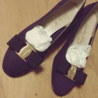 フェラガモ(Ferragamo)のFellagamoリボンフラットシューズ(ローファー/革靴)