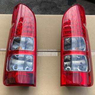 トヨタ(トヨタ)のハイエース 200系 LEDテール 点灯OK(車種別パーツ)