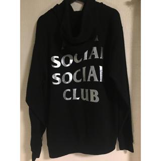 アンチ(ANTI)のantisocialsocialclub パーカー 黒 メタルロゴ シルバー(パーカー)