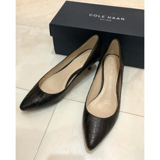 Cole Haan - COLE HAAN ダークブラウン 型押し パンプス 美品