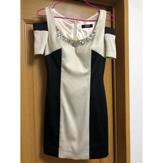 エンジェルアール(AngelR)のBEYOND IRMA  ベージュと黒のスタイリッシュなミニドレス(ナイトドレス)