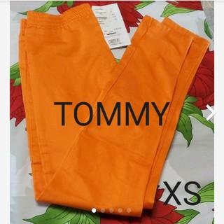 トミー(TOMMY)のTOMMYオレンジスキニーパンツ(スキニーパンツ)