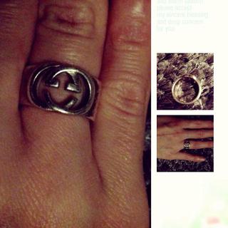 グッチ(Gucci)のGUCCIロゴ入りの指輪です〜(リング(指輪))
