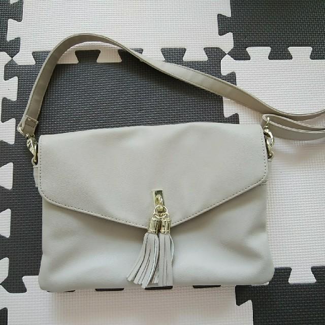 しまむら(シマムラ)のhk works london タッセル付きショルダーバッグ ベージュ レディースのバッグ(ショルダーバッグ)の商品写真