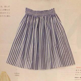 フェリシモ(FELISSIMO)の縦縞ストライプスカート(ひざ丈スカート)