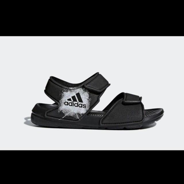 adidas(アディダス)の送料込 残少 新品 adidas アディダス サンダル 20cm キッズ 子供 キッズ/ベビー/マタニティのキッズ靴/シューズ(15cm~)(サンダル)の商品写真