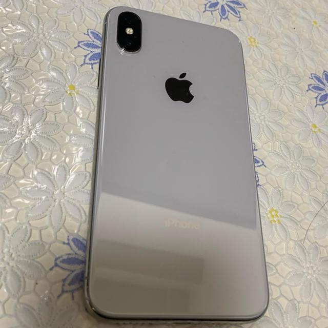 Apple(アップル)のiPhone X  silver 256 GB SIMフリー 超美品 スマホ/家電/カメラのスマートフォン/携帯電話(スマートフォン本体)の商品写真