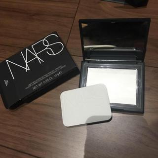 ナーズ(NARS)のNARS ライトリフティングセッティングパウダーブレスト(フェイスパウダー)