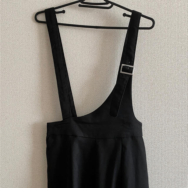 INGNI(イング)のINGNI サロペット 黒 ズボンタイプ レディースのパンツ(サロペット/オーバーオール)の商品写真