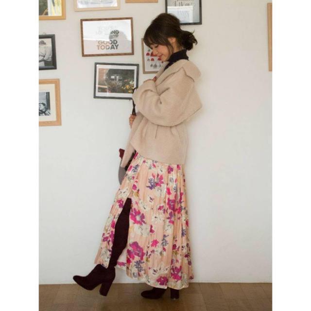 MERCURYDUO(マーキュリーデュオ)の定価¥17,280 Mercuryduoシャイニーサテンフラワープリントスカート レディースのスカート(ロングスカート)の商品写真