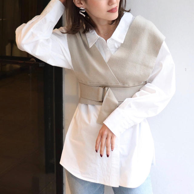 MURUA(ムルーア)のニットビスチェコンビシャツ レディースのトップス(シャツ/ブラウス(長袖/七分))の商品写真