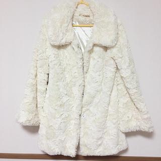 リュクスローズ(Luxe Rose)のホワイト コート(毛皮/ファーコート)