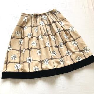 エムズグレイシー(M'S GRACY)の美品エムズグレイシー カメリア花柄スカート ベージュ36 (ひざ丈スカート)
