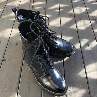 ベルシュカ(Bershka)のベルシュカ エナメル ブーツ 23.5 M(ブーツ)