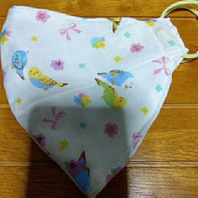 マスク 小さめ おすすめ / ハンドメイド立体マスク・可愛いのインコ柄①顎のラインがシャープに見るマスクです❣の通販