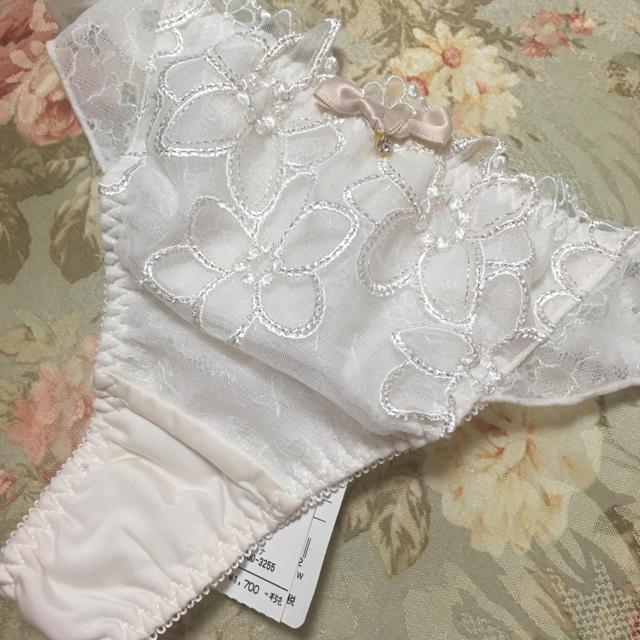 narue(ナルエー)のTバック 白 レディースの下着/アンダーウェア(ショーツ)の商品写真
