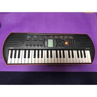 カシオ(CASIO)のカシオ 電子ミニキーボード 44ミニ鍵盤 SA-76 ブラック&オレンジ(キーボード/シンセサイザー)