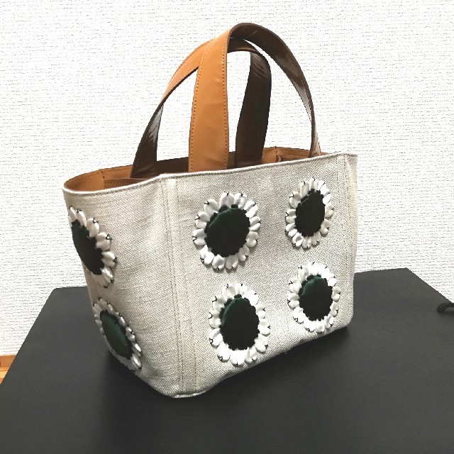 PRADA(プラダ)のPRADA トートバッグ ハンドバッグ キャンバス フラワー エナメル 緑 美品 レディースのバッグ(トートバッグ)の商品写真