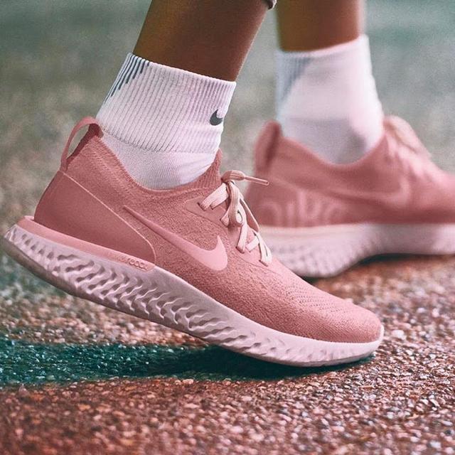 NIKE(ナイキ)のエピック リアクト フライニット レディースの靴/シューズ(スニーカー)の商品写真