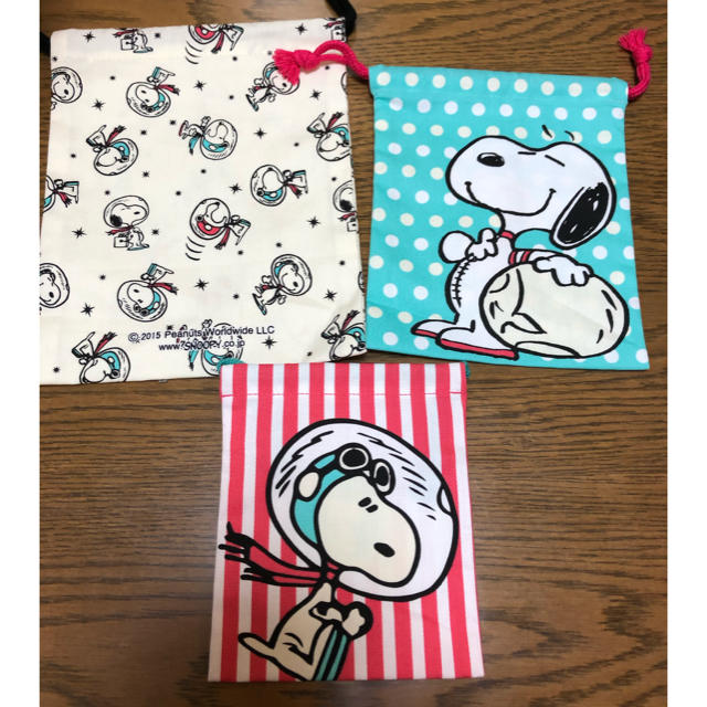 SNOOPY(スヌーピー)のスヌーピー フライングエース 巾着セット エンタメ/ホビーのおもちゃ/ぬいぐるみ(キャラクターグッズ)の商品写真