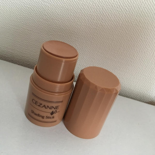 CEZANNE(セザンヌ化粧品)(セザンヌケショウヒン)の未使用新品 セザンヌ シェーディングスティック01 コスメ/美容のベースメイク/化粧品(フェイスカラー)の商品写真
