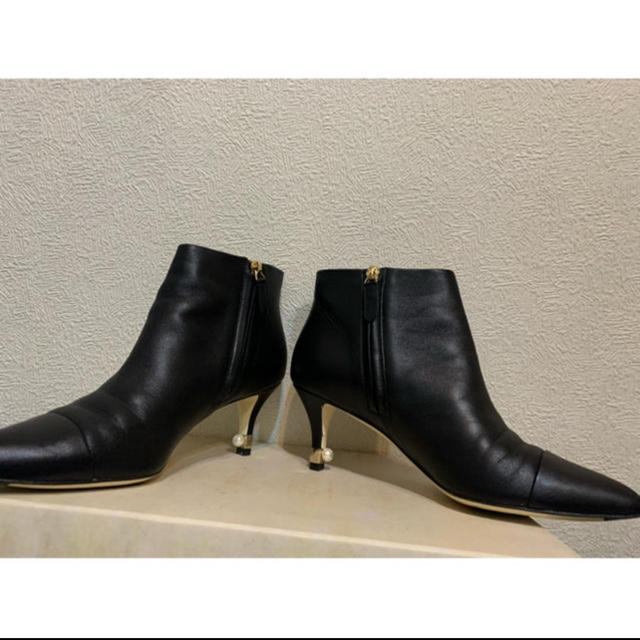 CHANEL(シャネル)のCHANEL  ショートブーツ パール付き 38 黒 レディースの靴/シューズ(ブーツ)の商品写真