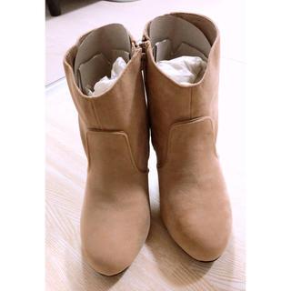 ナチュラルビューティーベーシック(NATURAL BEAUTY BASIC)のベージュ ショートブーツ(ブーツ)