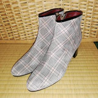 ヒュッテ(HUTTE)のヒュッテ ショートブーツ スエード チェック 美品 グレー 薄ピンク フォロー割(ブーティ)