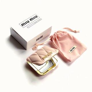 ミュウミュウ(miumiu)の正規品miumiu ミュウミュウ香水のノベルティ ー ピンク ミラー(ミラー)