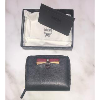 エムシーエム(MCM)のMCM エムシーエム 二つ折り財布 ブラック MYS6ALL61BK001 (財布)